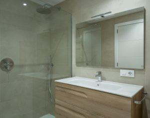 Vista baño tonos arena